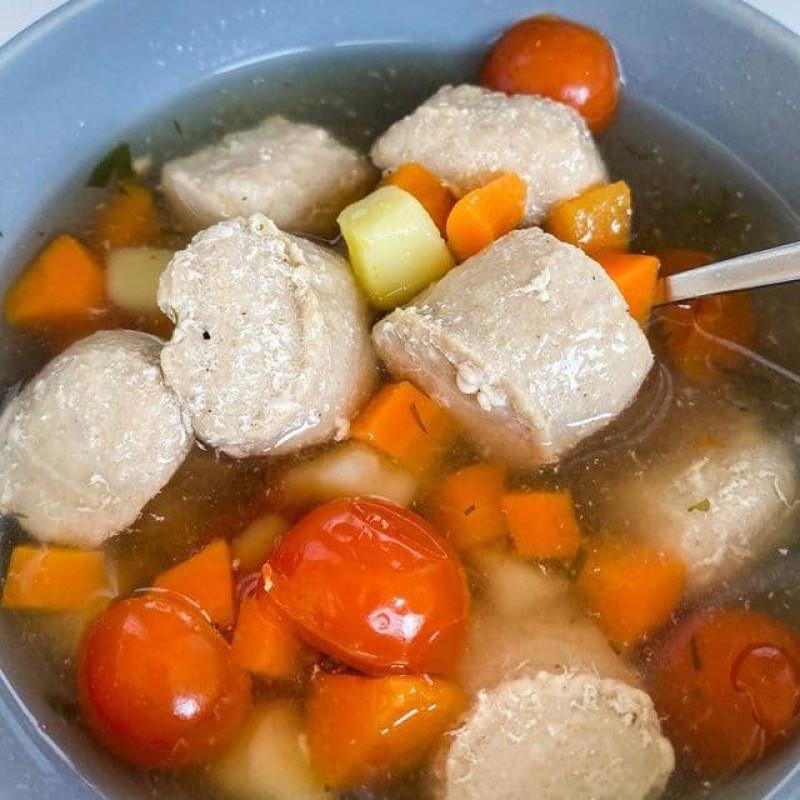 Легкий рецепт супа с фрикадельками из тунца
