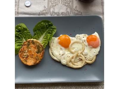 Завтрак из семги и кальмара